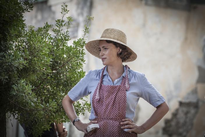 Matriach Louisa Durrell (Keeley Hawes) starting over in Corfu (Photo: Courtesy of Sid Gentle Films 2016 & MASTERPIECE)