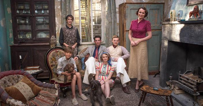 "The cast of ""The Durrells in Corfu"" Season 2! (Photo:  Courtesy of John Rogers/Sid Gentle Films & MASTERPIECE)"