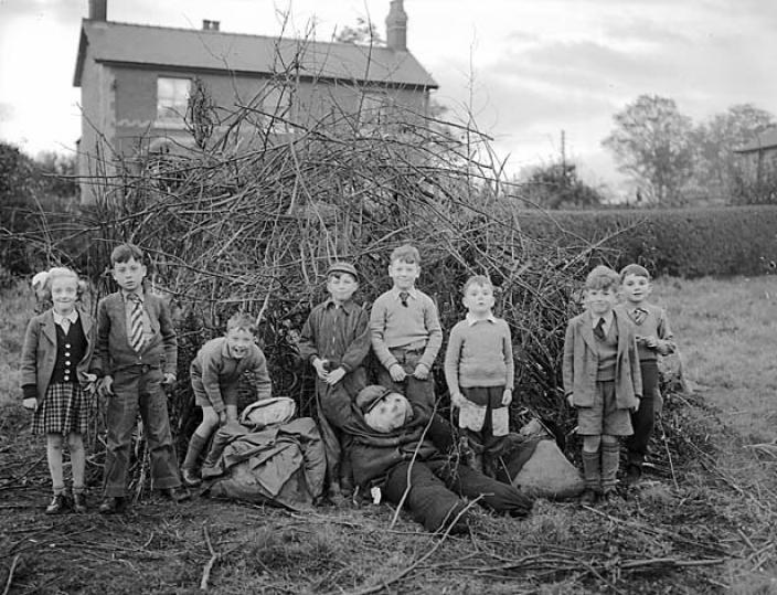 Guy Fawkes Night at Cherk, 1954. Photo: Geoff Charles, The National Library of Wales.