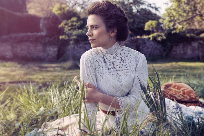 "Hayley Atwell looking incredible in a crop of the official Starz poster for ""Howards End"" (Photo: Starz)"