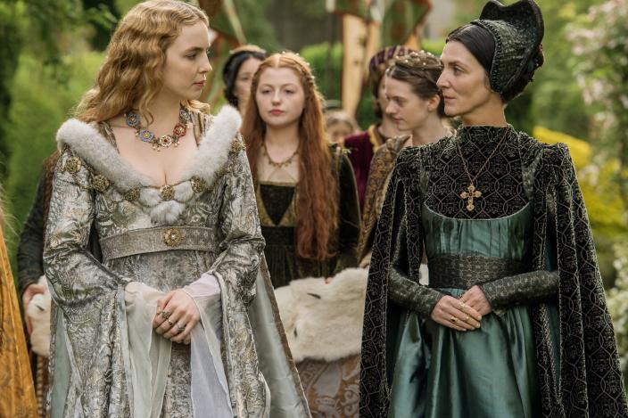 "Jodie Comer and Michelle Fairley in ""The White Princess"". (Photo: Starz)"