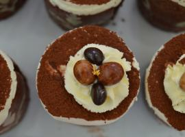 Jane's show stopper mini-mousse cakes (Photo: Courtesy of Monika Frise)