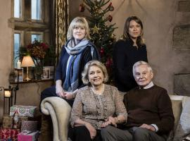 A festive 'Last Tango' family photo (Image courtesy of BBC/Red Productions/Gary Moyes)