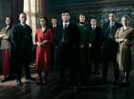 "The cast of ""Peaky Blinders"" looks snazzy for Season 3. (Photo: BBC)"