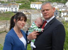 "Martin Clunes and Caroline Catz in ""Doc Martin"". (Photo: ITV)"