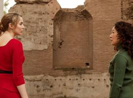"Jodie Comer and Sandra Oh in ""Killing Eve"" Season 2 (Photo Credit: Gareth Gatrell/BBCAmerica)"