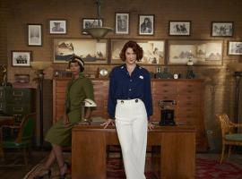 "Lauren Lee Smith and Chantel Riley in ""The Frankie Drake Mysteries"" (Photo: CBC/Shaftesbury Films)"