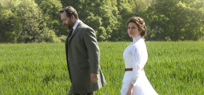 "Hayley Atwell and Matthew Macfadyen in ""Howard's End"" (Photo: Courtesy of 2017 Starz Entertainment, LLC)"