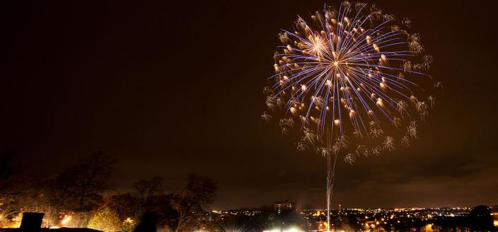 Bonfire Night fireworks in Thornes Park, Wakefield (Photo: Stephen Boyer, Wikimedia Commons)