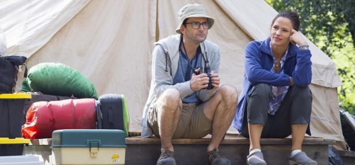"David Tennant and Jennifer Garner in ""Camping"" (Photo: Courtesy of HBO)"