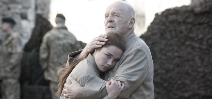 "Anthony Hopkins and Florence Pugh in ""King Lear"" (Photo: Amazon Studios)"