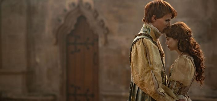"""Henry and Catherine in """"The Spanish Princess"""" (Photo: Starz)"""