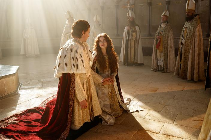 "Henry and Catherine in ""The Spanish Princess"" (Photo: Starz)"