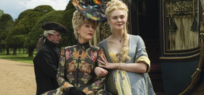 """Gillian Anderson and Elle Fanning in """"The Great"""" (Photo: Hulu)"""