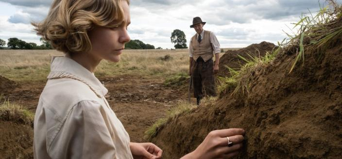 "Carey Mulligan and Ralph Fiennes in ""The Dig"" (Photo: Netflix)"