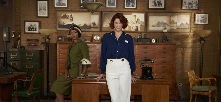 """Lauren Lee Smith and Chantel Riley in """"The Frankie Drake Mysteries"""" (Photo: CBC/Shaftesbury Films)"""