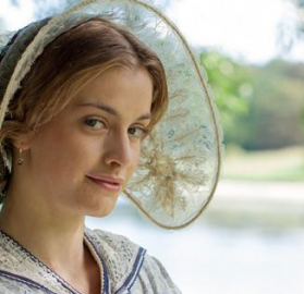 """Stefanie Martini in """"Doctor Thorne"""", in what what we must assume is a far crime from her """"Tennison"""" gear. (Photo: ITV)"""